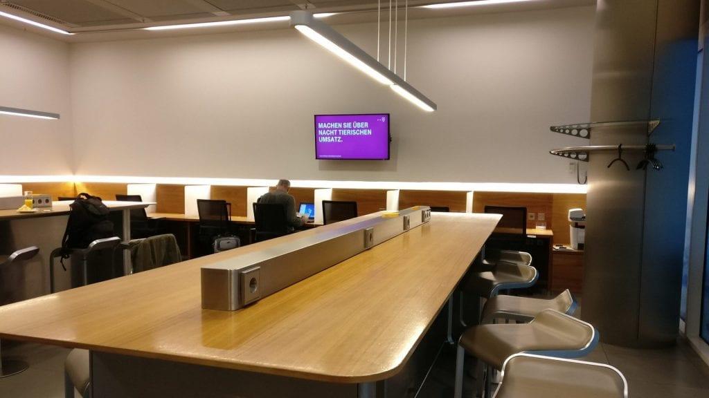 Lufthansa Senator Lounge München Schengen G28 Arbeitsbereich 1