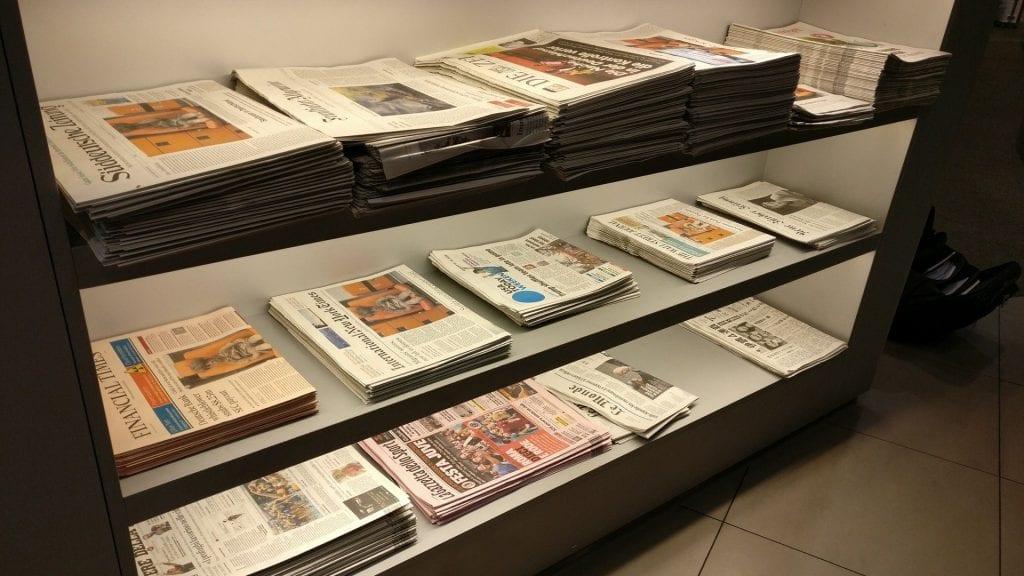 Lufthansa Senator Lounge München Schengen G28 Zeitungen