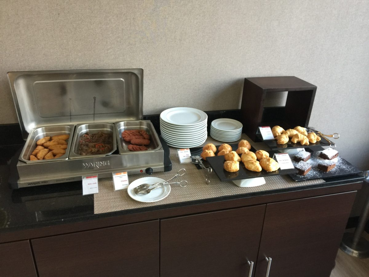 Radisson Bogota Airport VIP Lounge Frühstück