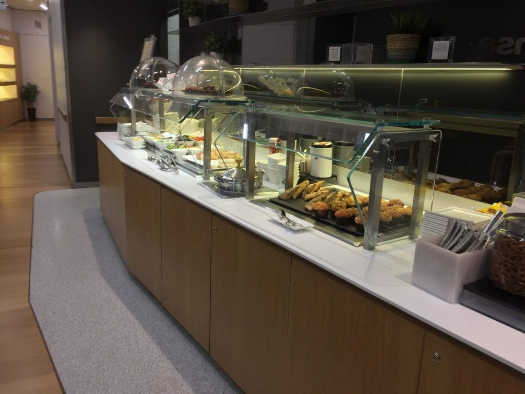 lufthansa business lounge newark buffet 3