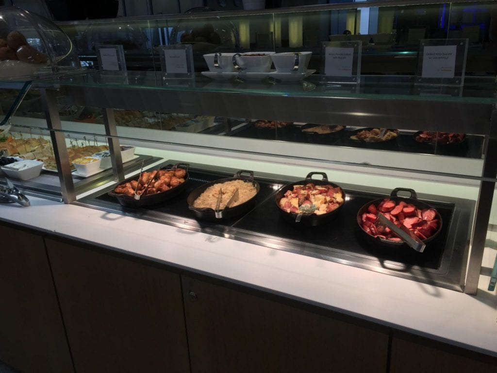 lufthansa senator lounge newark buffet warm