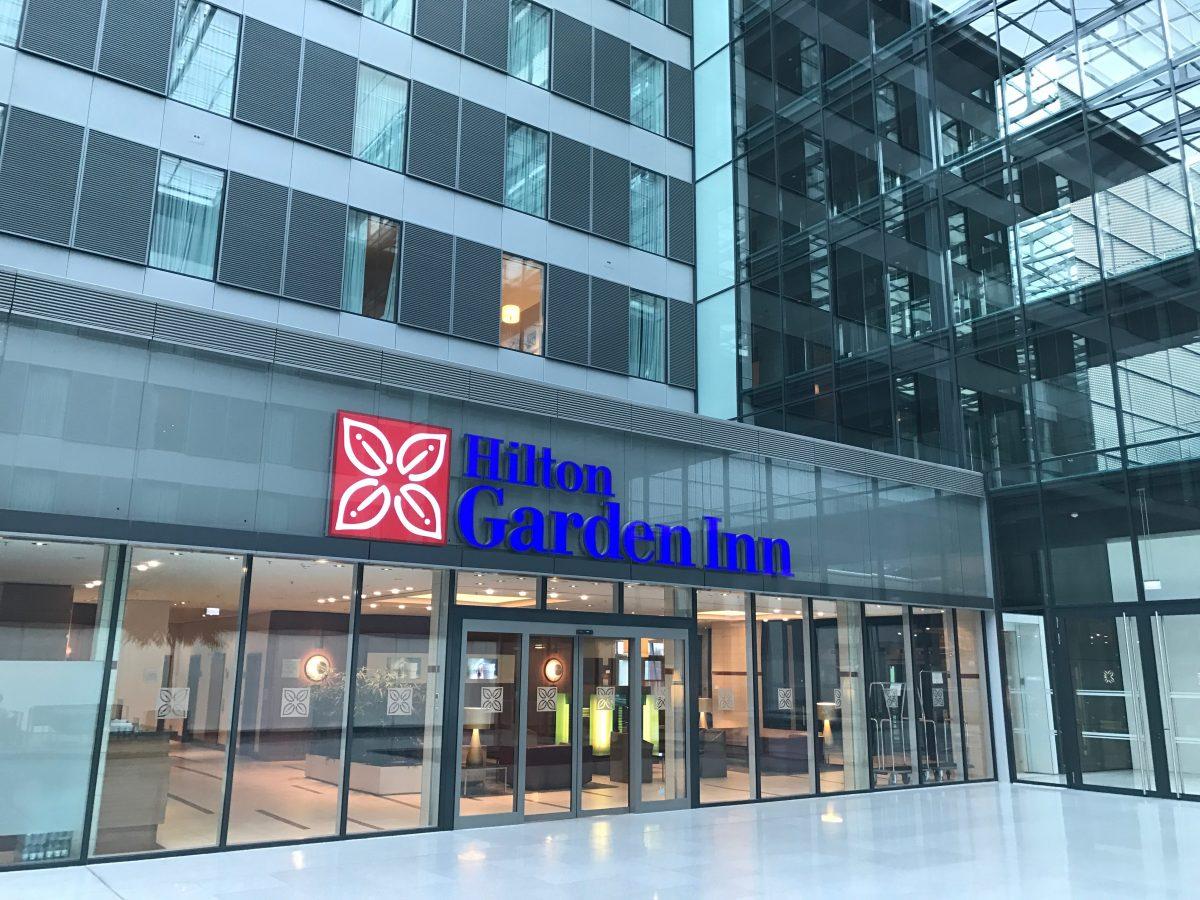 Hilton-Garden-Inn-Frankfurt-Airport-EIngang