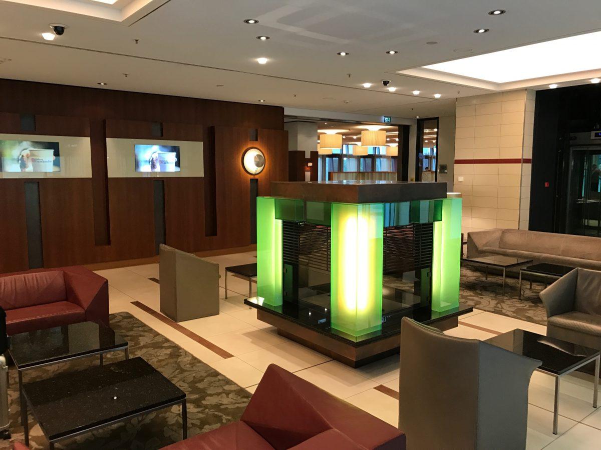 Hilton-Garden-Inn-Frankfurt-Airport-Lobby