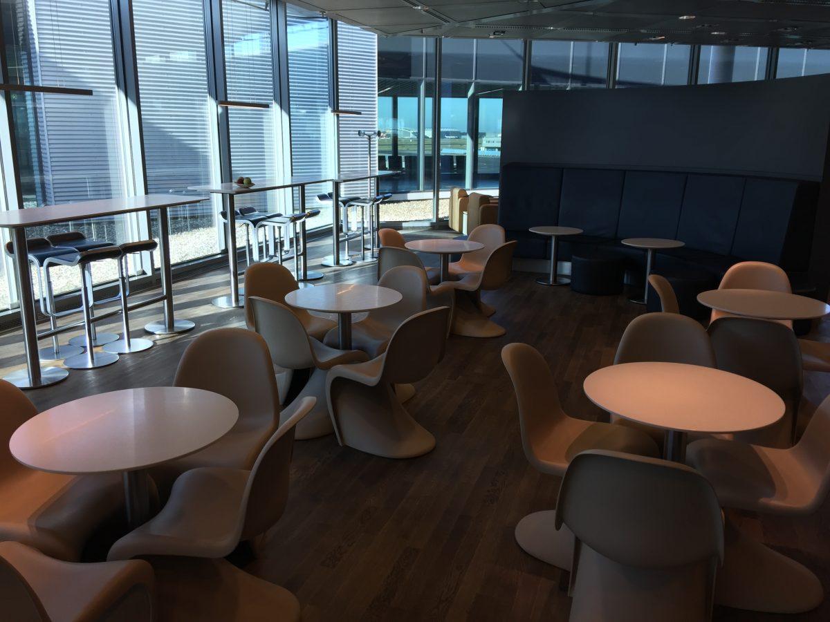 Lufthansa-Business-Lounge-B24-Sitzmöglichkeiten
