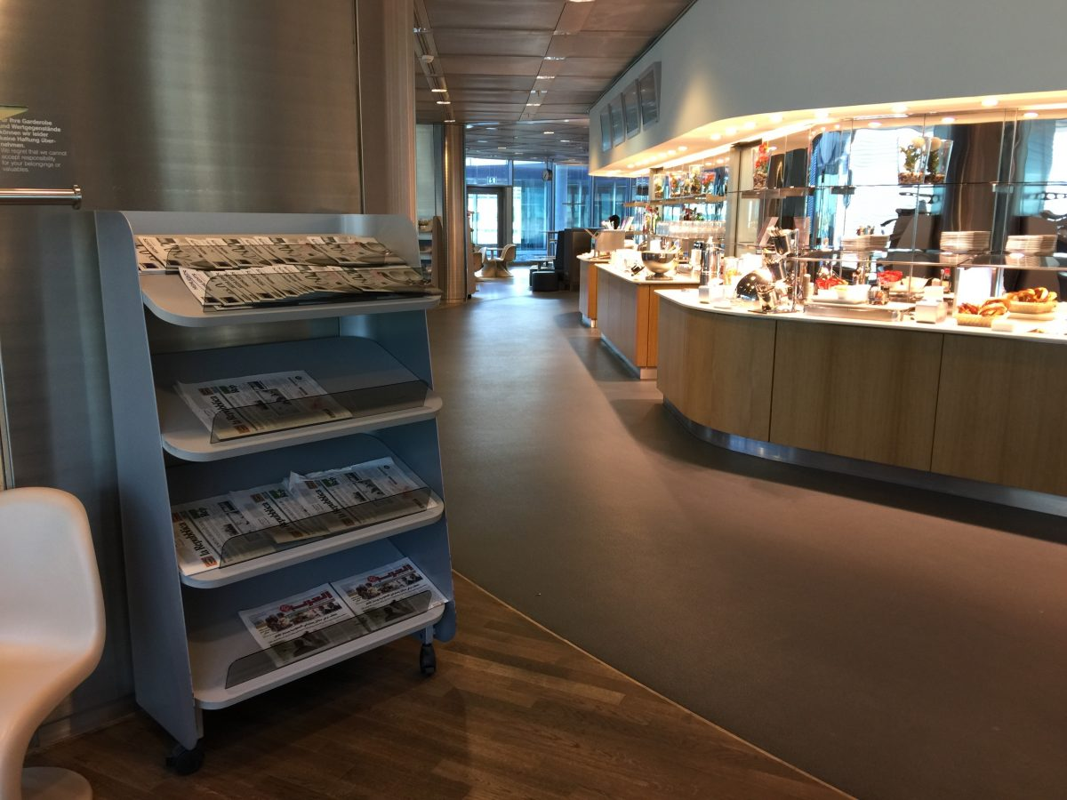 Lufthansa-Business-Lounge-B24-Zeitungen