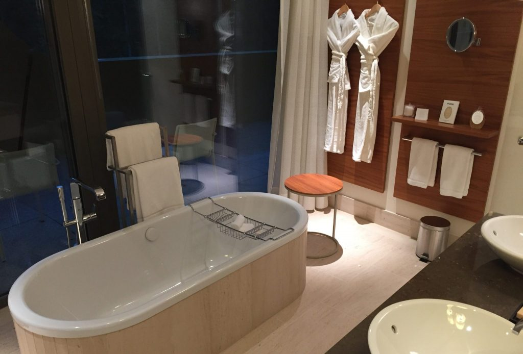 InterContinental Davos Alpine Suite Bad (2)