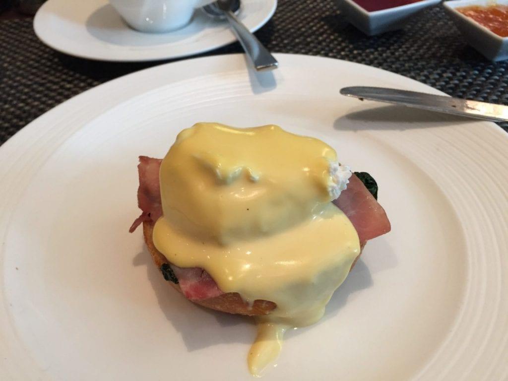 InterContinental Davos Frühstück Eggs Benedict
