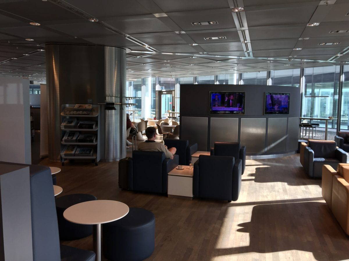 Lufthansa Business Lounge B44 1