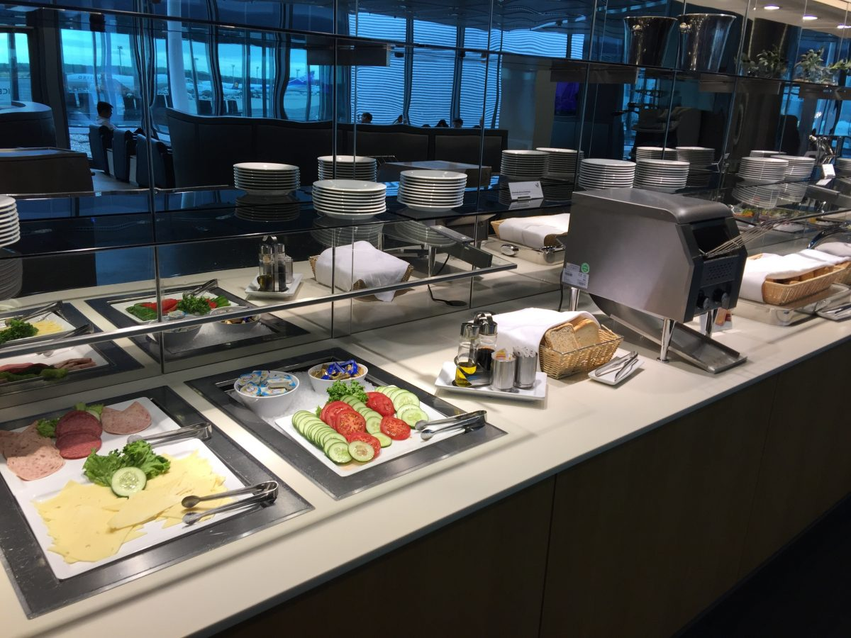 Lufthansa Business Lounge B44 Buffet