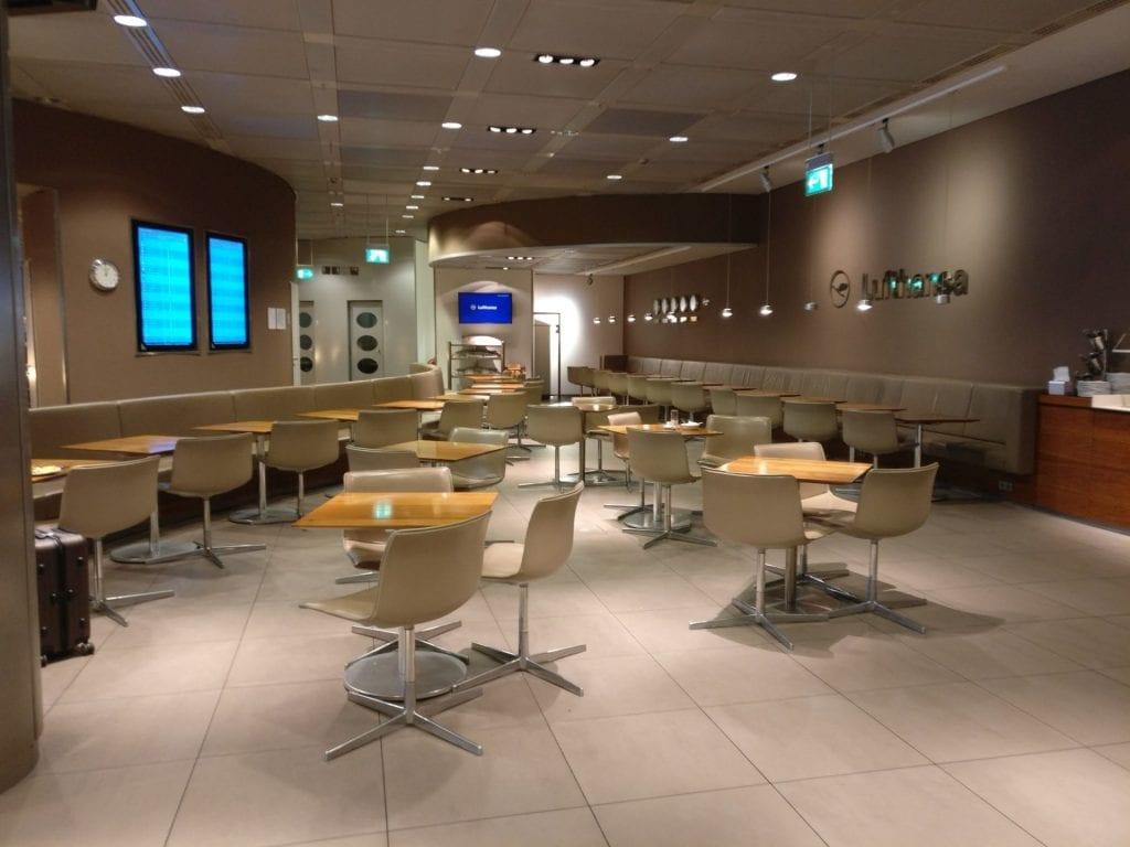 Lufthansa Senator Lounge G28 München 4