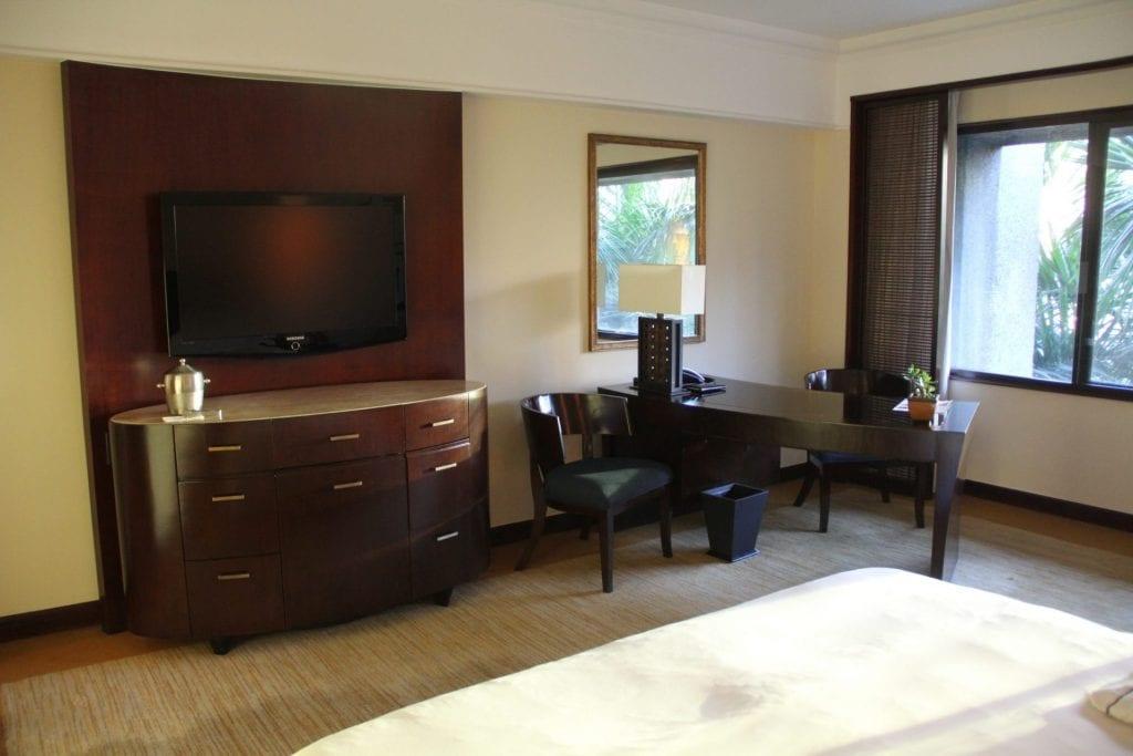 The Peninsula Manila Club Room 9