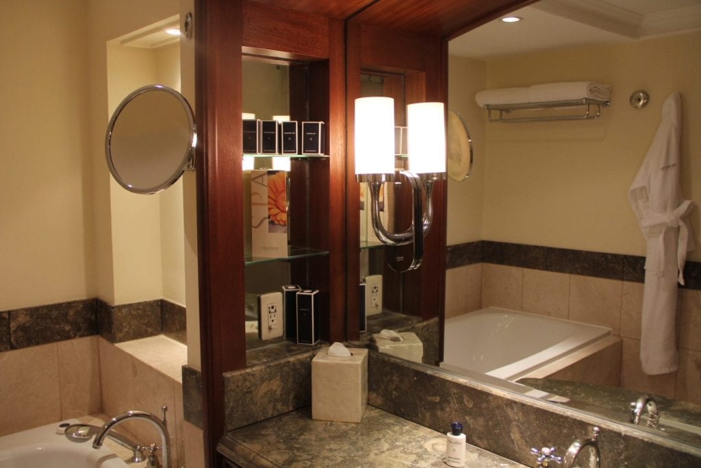 The Peninsula Manila Club Room Bathroom 4