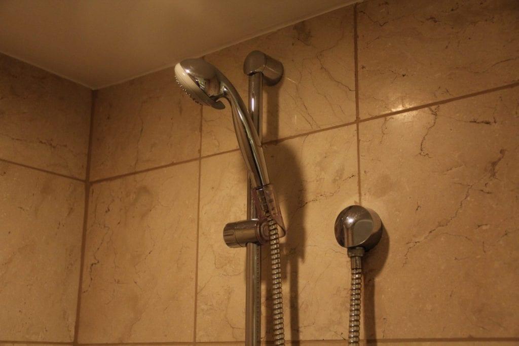 The Peninsula Manila Club Room Bathroom 5