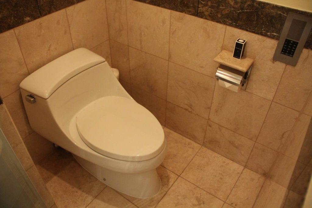 The Peninsula Manila Club Room Bathroom 7
