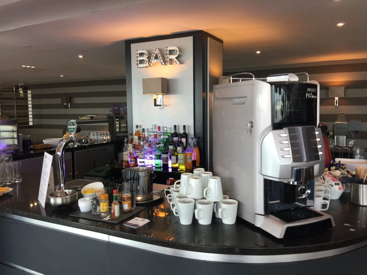 Aspire Lounge Manchester Airport Bar