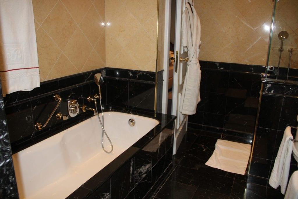 Grandhotel Schloss Bensberg Park Suite Bathroom