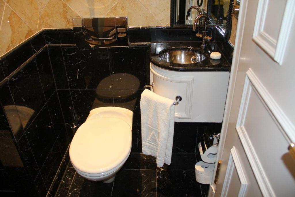 Grandhotel Schloss Bensberg Park Suite Bathroom 3