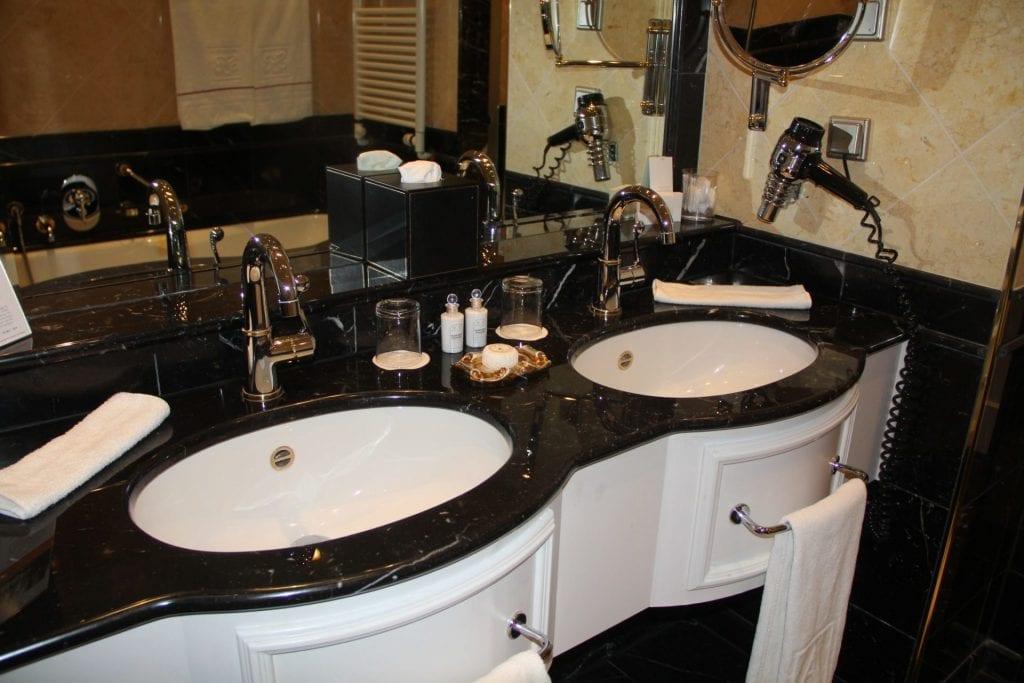 Grandhotel Schloss Bensberg Park Suite Bathroom 5