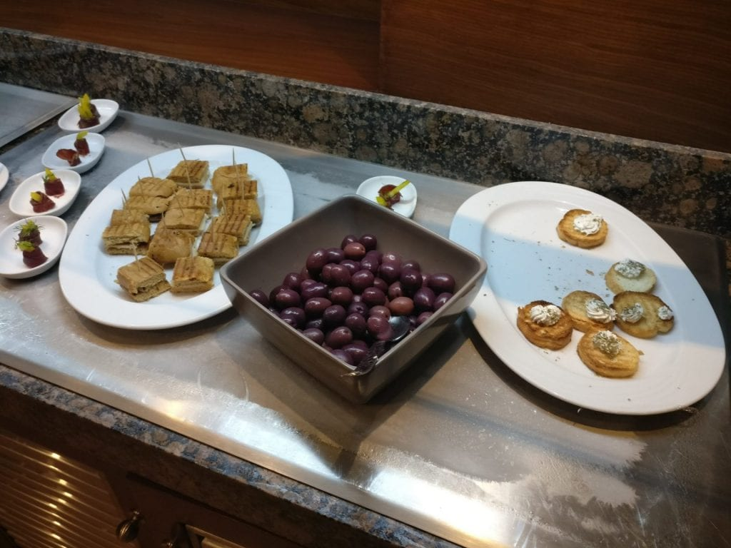 Hilton Alexandria King's Ranch Executive Lounge Food 5