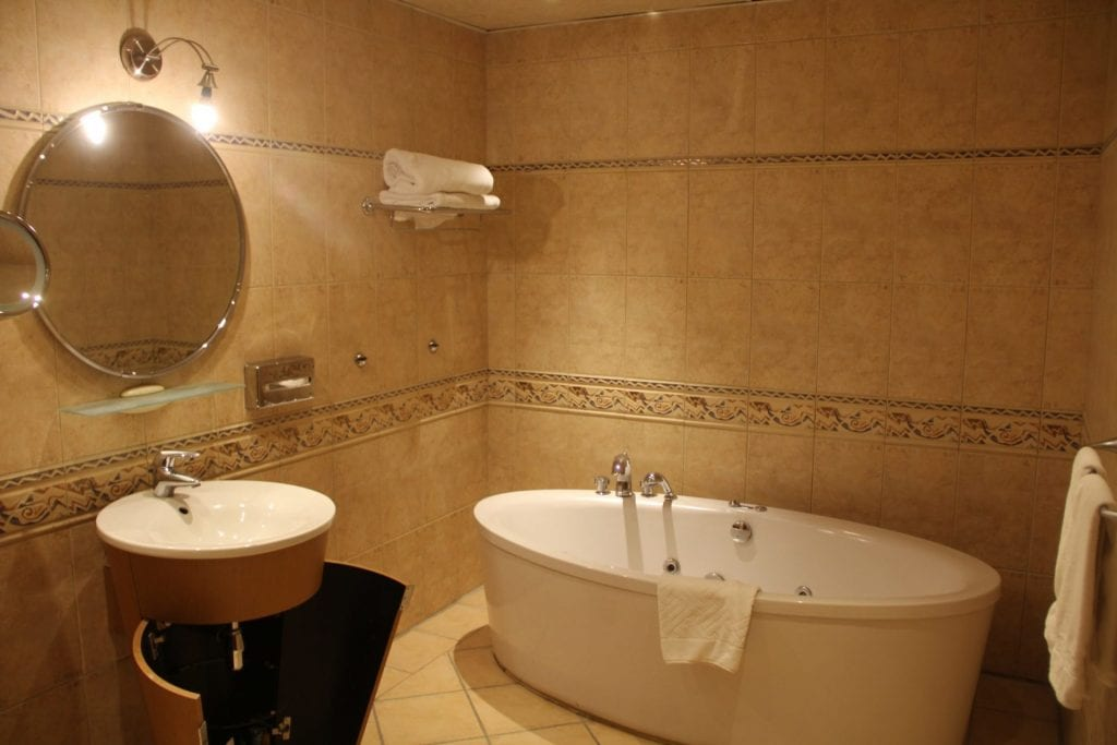 Hilton Pyramids Golf Resort Presidential Suite Bathroom 2 (2)