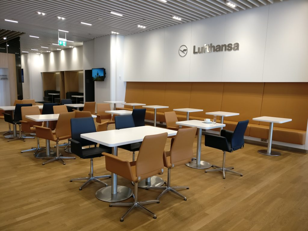 Lufthansa Senator Lounge Munich L11 Seating 3