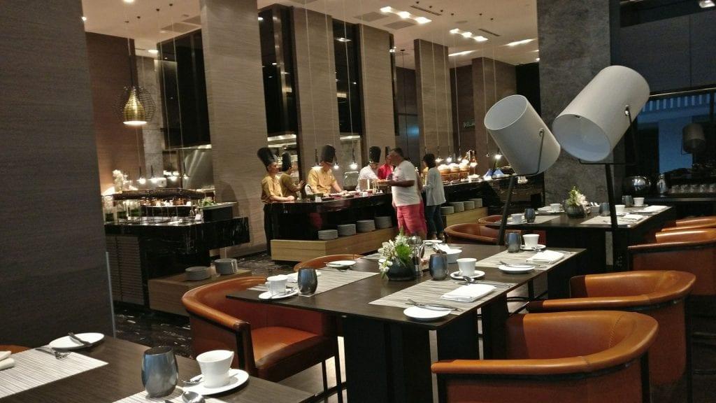 Sofitel Kuala Lumpur Damansara Frühstück Buffet Raum