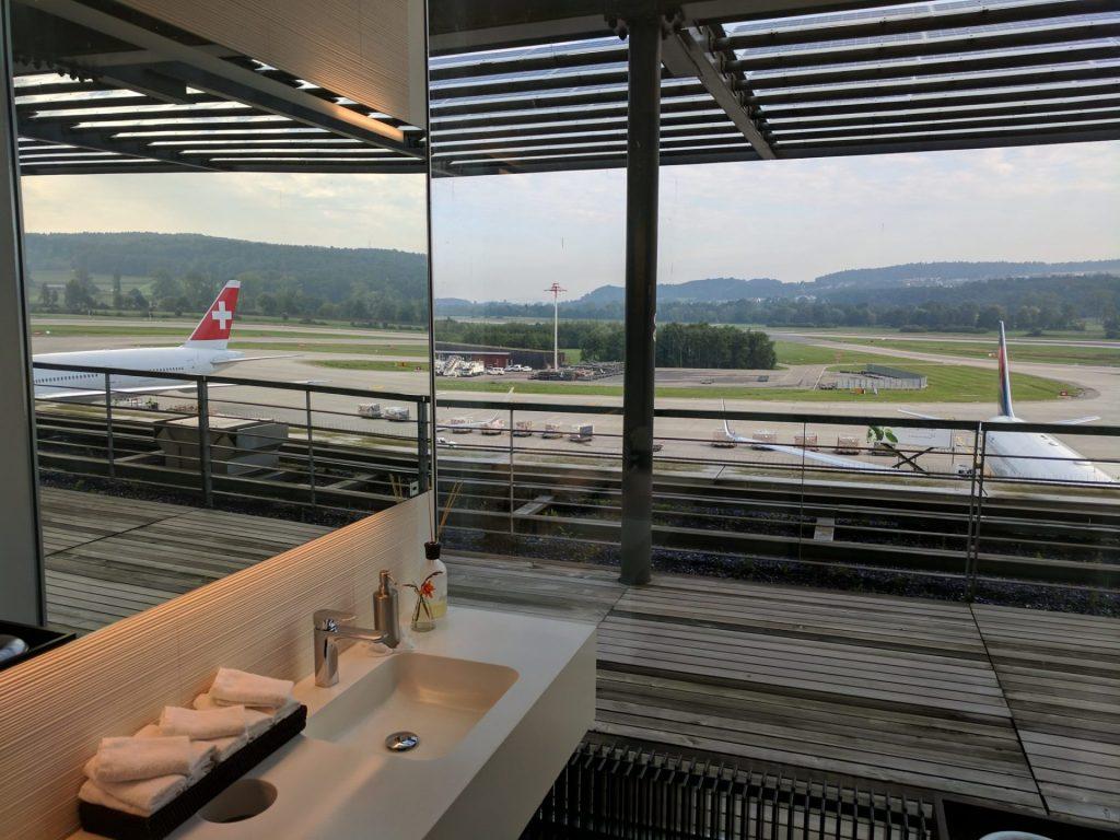 Swiss First Class Lounge Zürich E Badezimmer