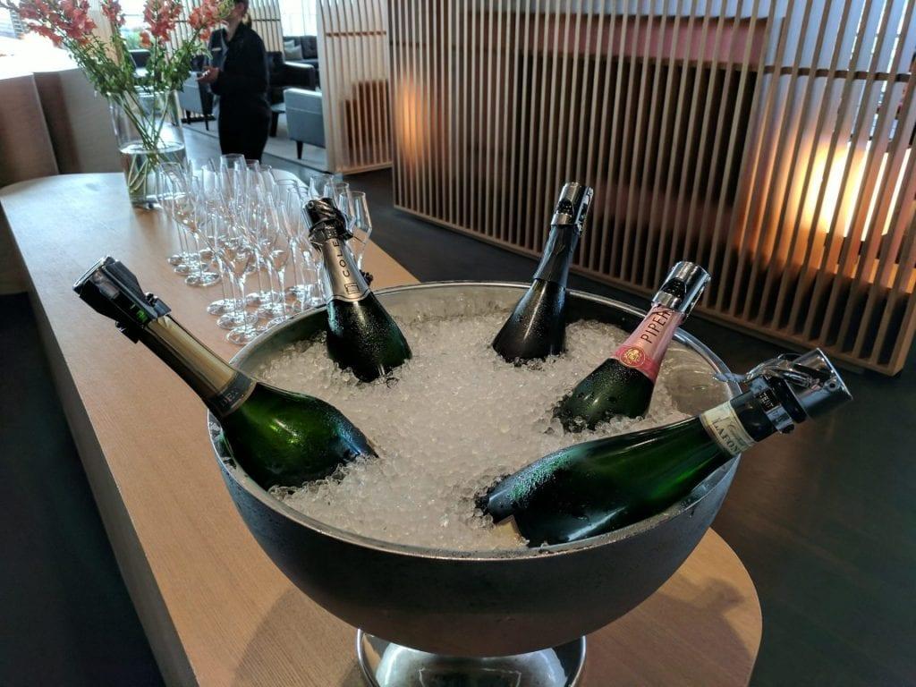 Swiss First Class Lounge Zürich E Champagner (2)