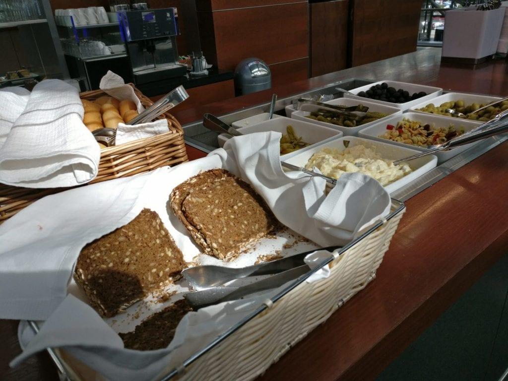hamburg airport lounge buffet