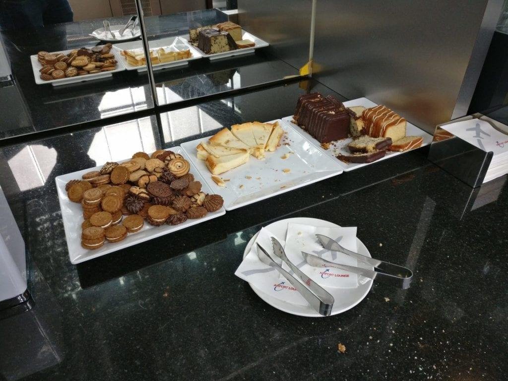 hamburg airport lounge buffet kuchen