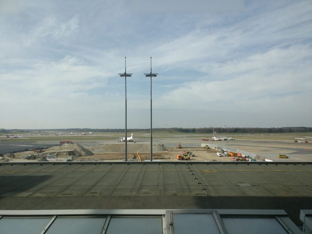 hamburg airport lounge view