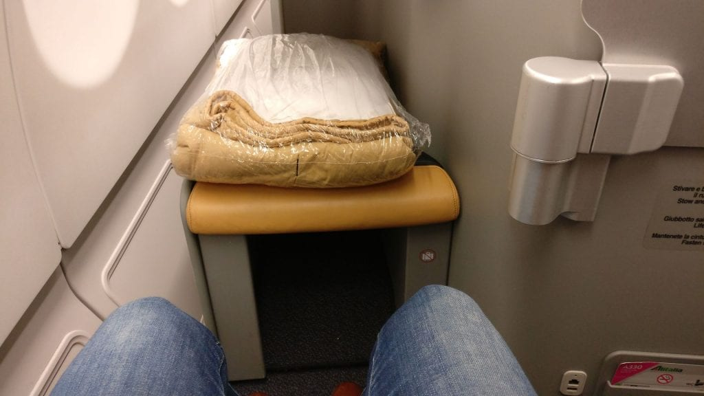 Alitalia Business Class Airbus A330 Seat Pitch