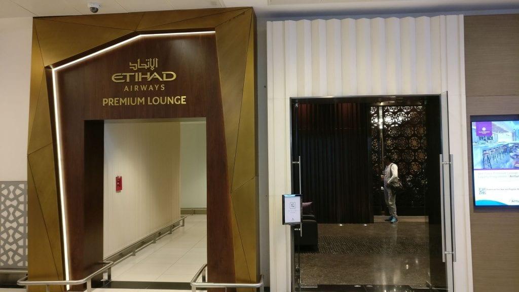 Eingang Etihad Premium Lounge Abu Dhabi