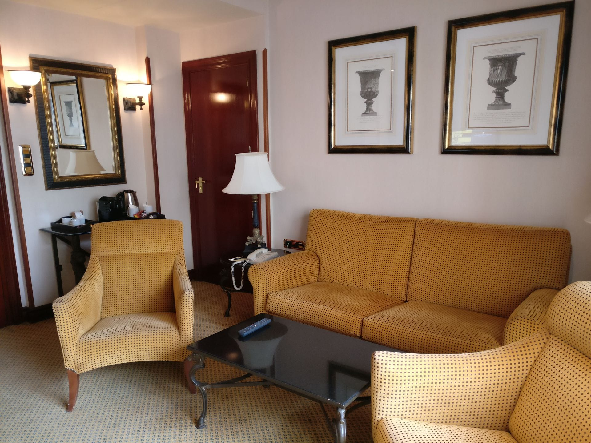 Intercontinental madrid premium suite living room for Living room of satoshi review