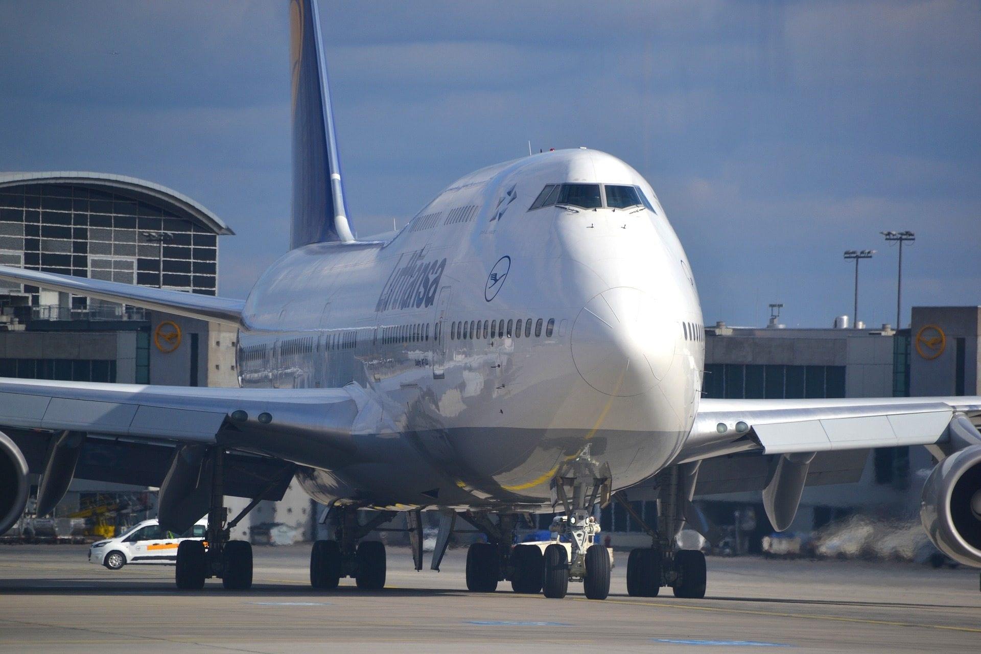 lufthansa fliegt innerdeutsch mit der boeing 747. Black Bedroom Furniture Sets. Home Design Ideas