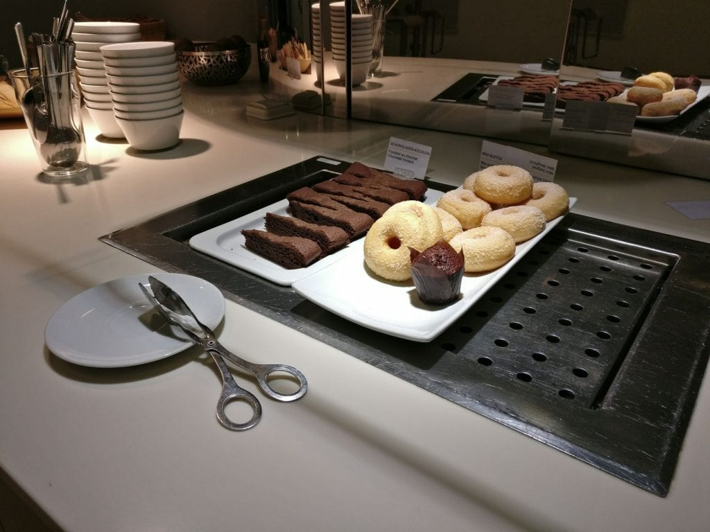 Lufthansa Business Lounge Paris Buffet 3