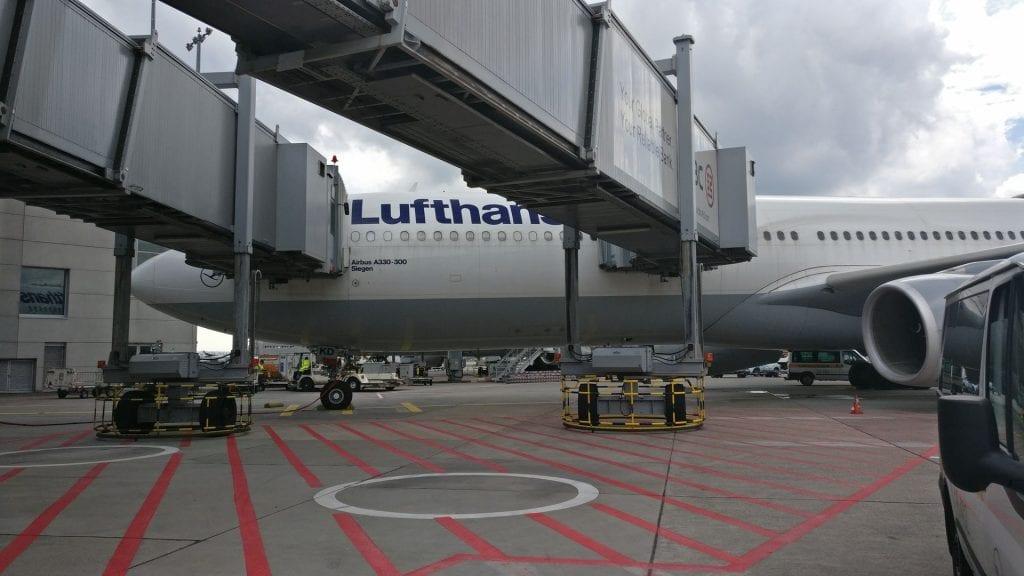 Lufthansa First Class Limousine 3