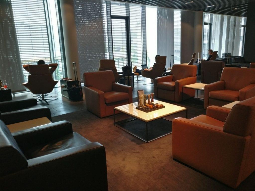 Lufthansa First Class Terminal Frankfurt Sitze 2