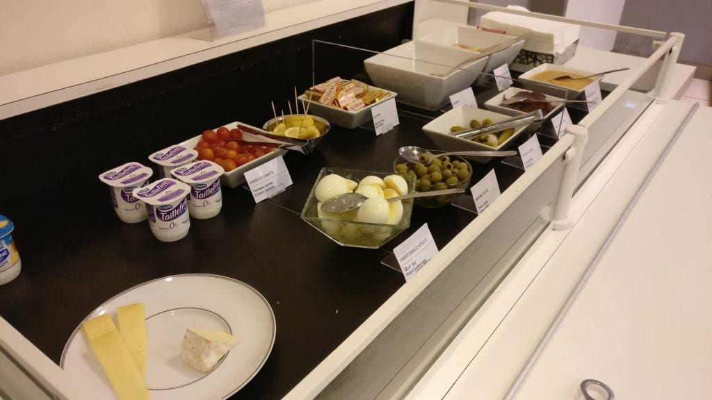 Lufthansa Senator Lounge Paris Breakfast 2
