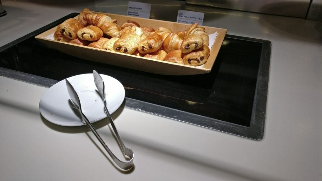 Lufthansa Senator Lounge Paris Breakfast 3