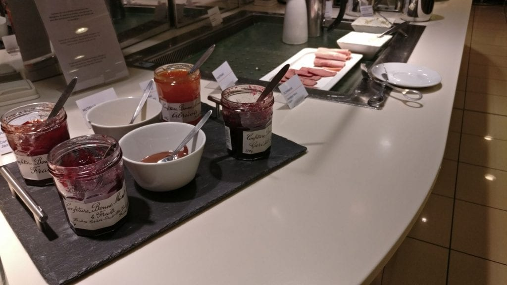 Lufthansa Senator Lounge Paris Breakfast 4