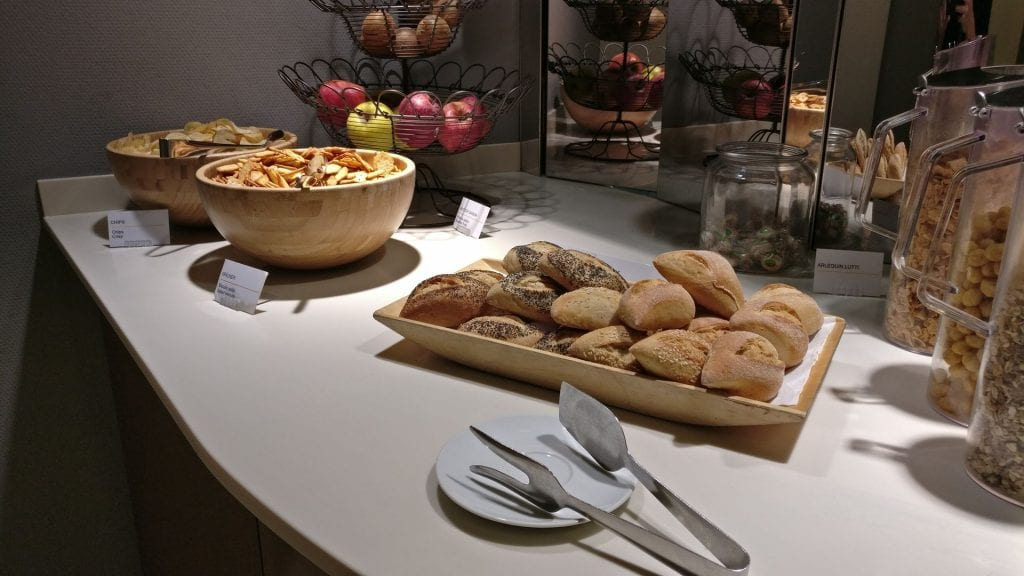 Lufthansa Senator Lounge Paris Breakfast 5