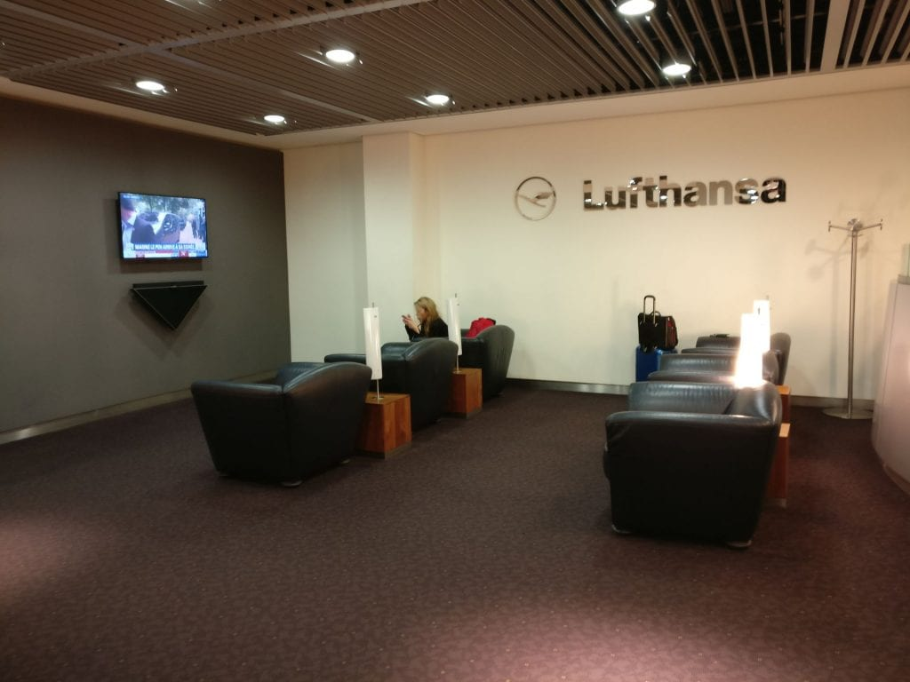 Lufthansa Senator Lounge Paris Seating
