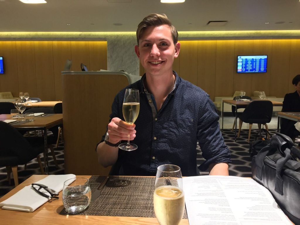 Qantas First Class Lounge Los Angeles Champagner