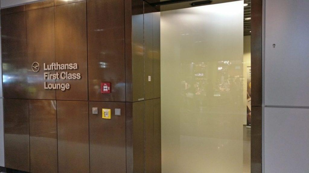 lufthansa first class lounge A Eingang