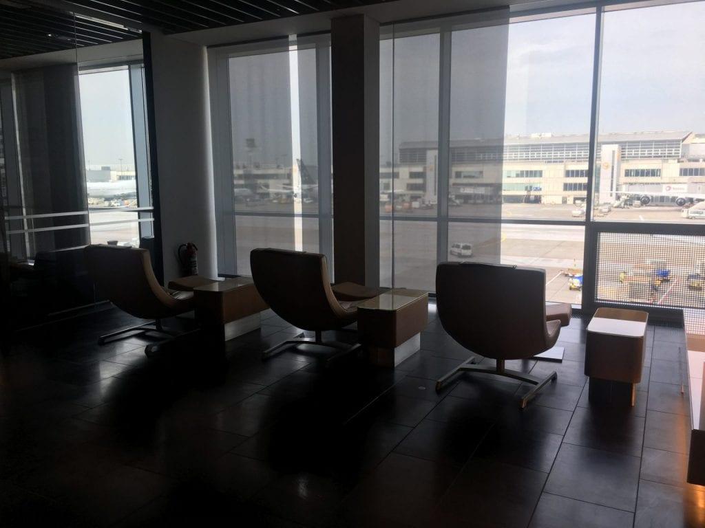 lufthansa first class lounge frankfurt sitze 2