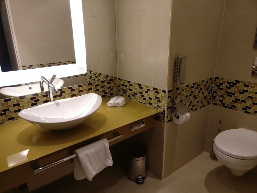 Hilton Frankfurt Airport Executive Suite Guest Bathroom