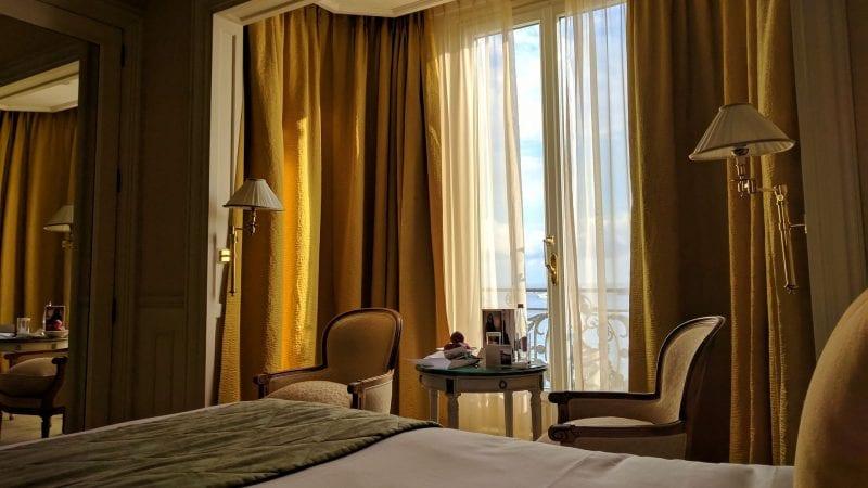 InterContinental Carlton Cannes Bett Fenster