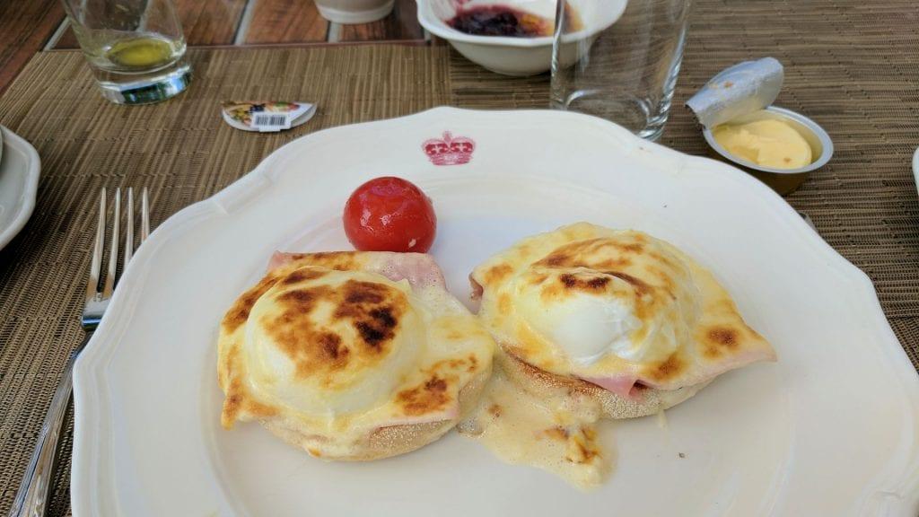 InterContinental Carlton Cannes Frühstück Eggs Benedict