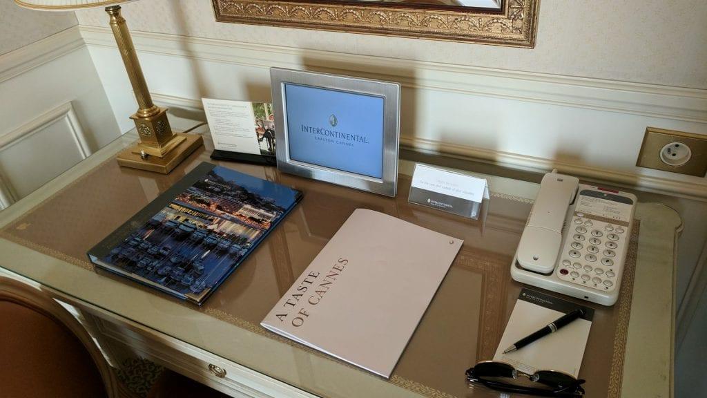 InterContinental Carlton Cannes Schreibtisch